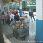 Cestovatelské přednášky - Střední Čína - Jídlo na nádraží